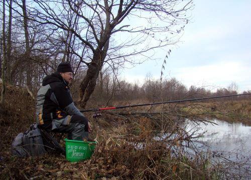 Ловля болонской удочкой весной на реке
