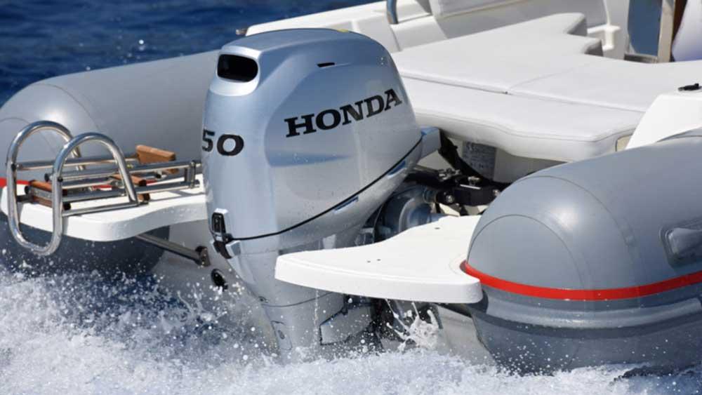Мотор Хонда на лодке