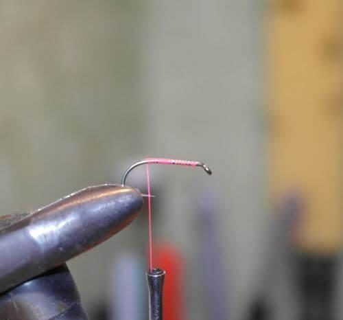 Мокрая мушка с телом из шелка: техника вязания и материалы необходимые для изготовления