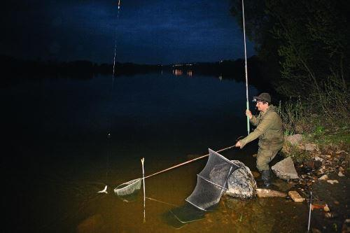 Ловля густеры на Оке ночью на поплавочную удочку