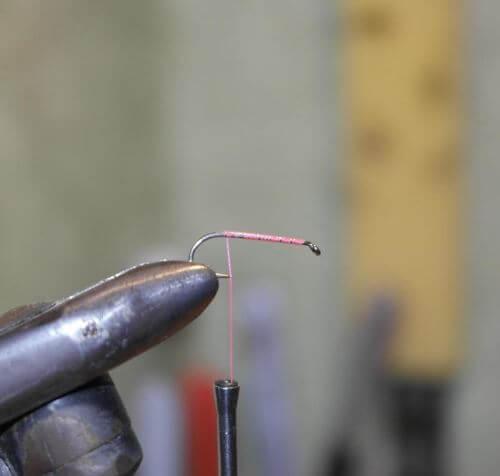 Техника вязания самой простой мушки