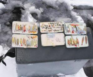Как правильно играть зимней блесной