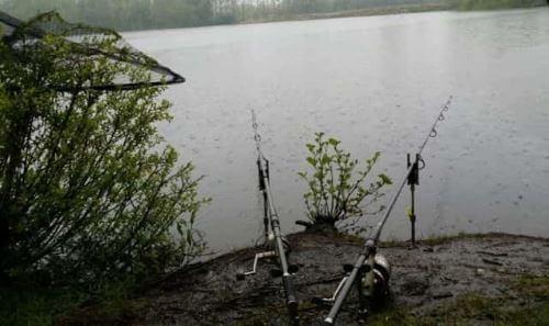 Особенности ловли под дождем